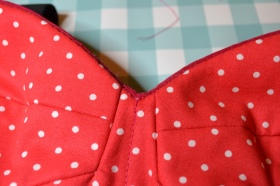 Lining sew to the fashion fabric with slip stitches
