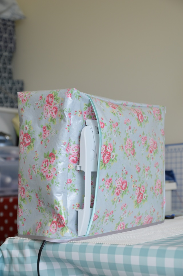 DIY Laminate Sewing Machine Cover | sosewlovely